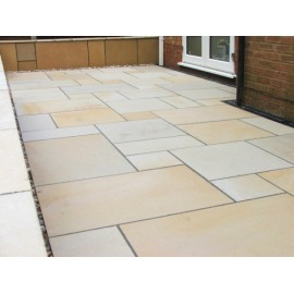 600×600 Pack 16.38m2 Mint Goose 22 mm Smooth Sawn Calibrated Sandstone Paving Slab